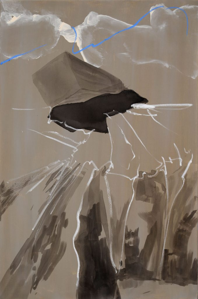Die Drohung im Bildtitel scheint ein auf den Betrachter zu ragender Quader mit hartem schwarzen Schatten zu sein-stehend vor Wolken, die von einer starkenleuchtend blauen Linie durchschnürt scheinen