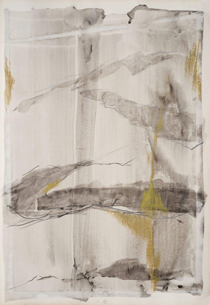 Tuschemalerei in flächigen Grauschattierungen mit ockerbrauner Kreide- und Graphitzeichnung